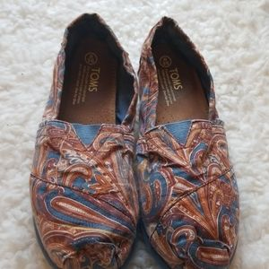 TOMS Brown & Blue Paisley Flats sz 9.5
